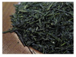 厳選秋摘み茶葉と特撰深蒸し茶葉のブレンド